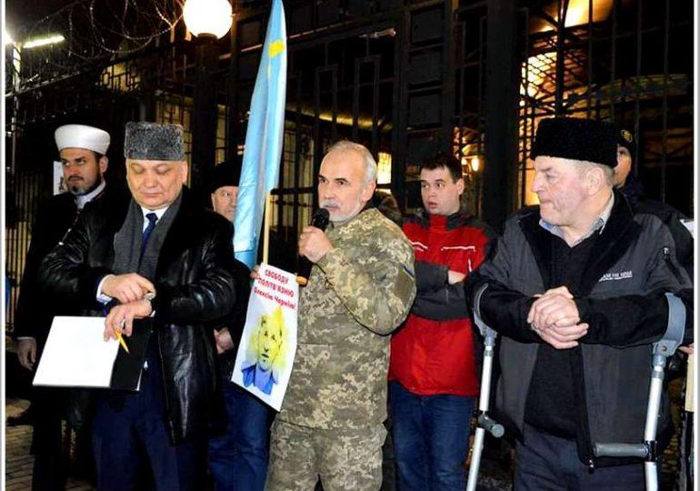 Запорожский волонтер участвовал в акции протеста у посольства РФ в Украине
