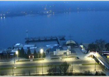 Синее утро в Запорожье на Днепре (фото)