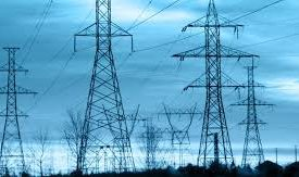 В Запорожье на Космосе электрики меняют провода