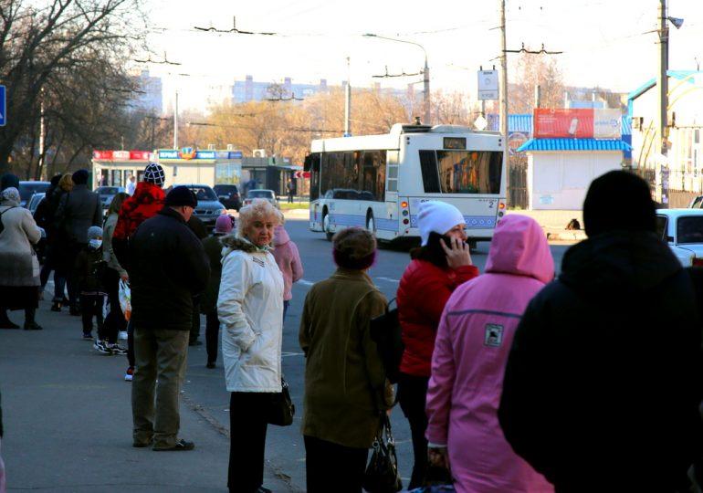 В Запорожье неравнодушные водители бесплатно подвозят людей. Карантин, день второй (фото, видео)