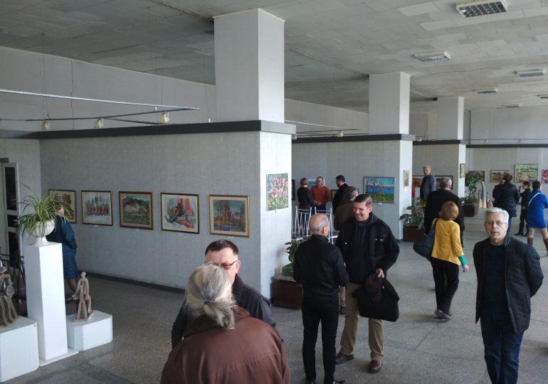 Запорізькі художники запрошують на прогулянку із зими у весну