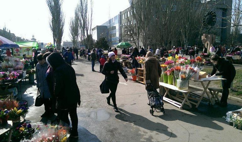 Почем в Бердянске цветы накануне 8 марта?