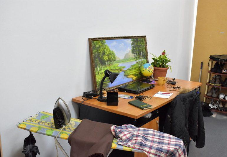 У Запорізькій обласній  науковій бібліотеці відкрито інсталяцію «Вмісти своє життя у валізу».