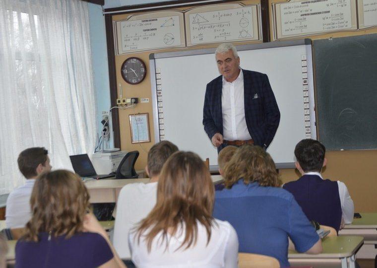 В Энергодаре школьники высказали мэру пожелания о развитии города