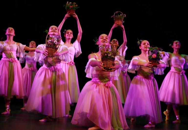 Запорізьких жінок привітали cвятковим концертом