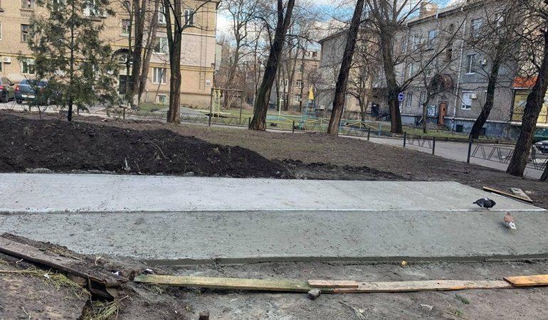 В Запорожье начали строить контейнерные площадки для раздельного сбора мусора