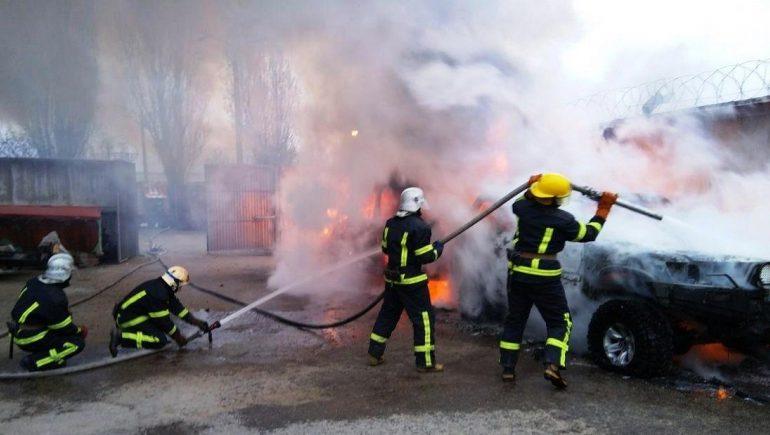 В Мелитополе горели «Mercedes Sprinter» и «Mitsubishi Pajero»