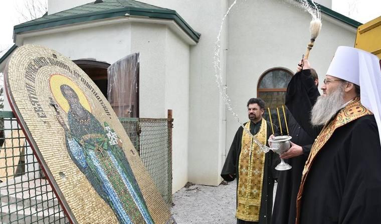 В Запорожье освящена надвратная икона строящегося храма