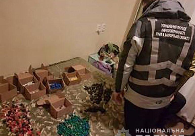 На Запоріжжі поліцейські викрили злочинну групу, яка займалась збутом наркотичних речовин