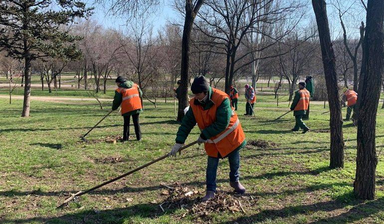 В Запорожье парки готовят к весенне-летнему сезону  (фото)