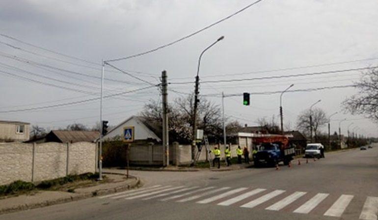 В Запорожье на сложном перекрестке появились новые светофоры