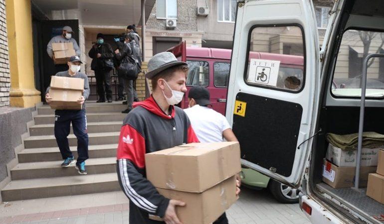 В Запорожье собрали 800 продуктовых наборов для пожилых людей