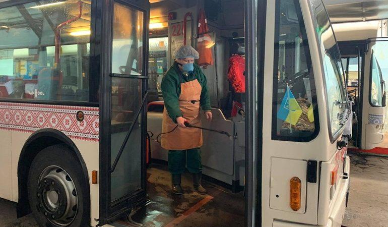 В Запорожье усилили работы по дезинфекции общественного транспорта