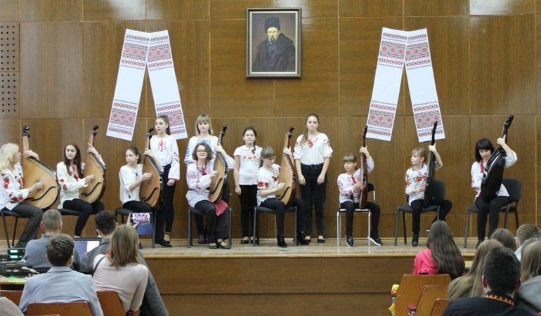 В Шевченковском районе Запорожья отметили 206-ю годовщину со дня рождения Тараса Шевченко