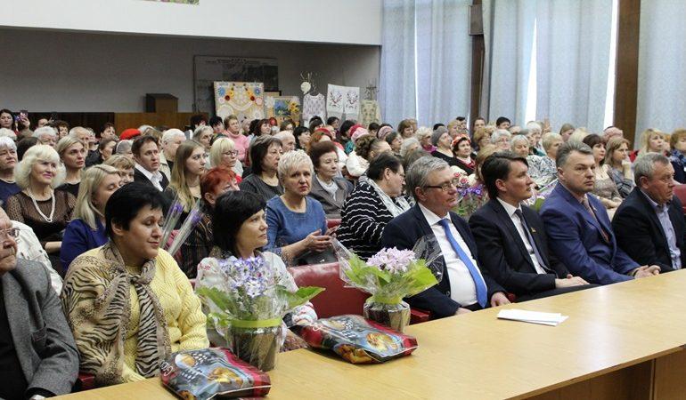 В Запорожье поздравили женщин Шевченковского района