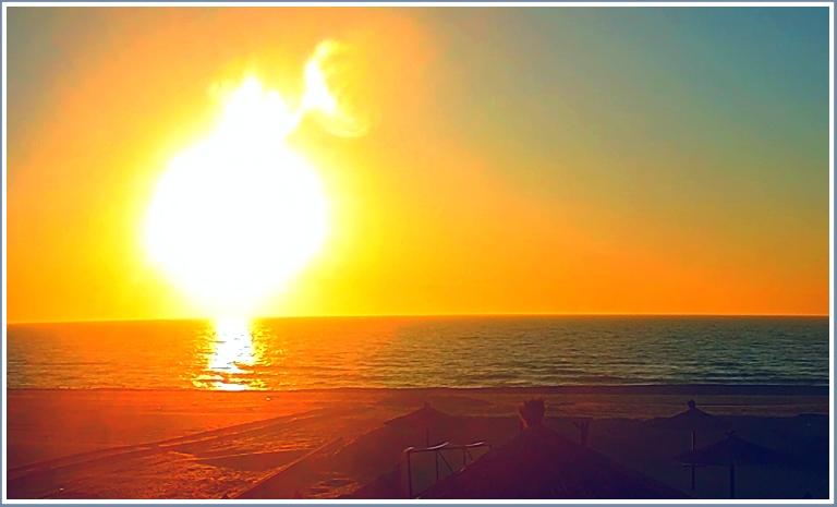 В Запорожской области на море взошло солнце с рожками