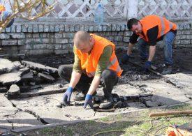В Запорожье ремонтируют тротуар на улице Александровской