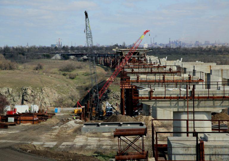 В Запорожье возобновилось строительство мостов (фото, видео)