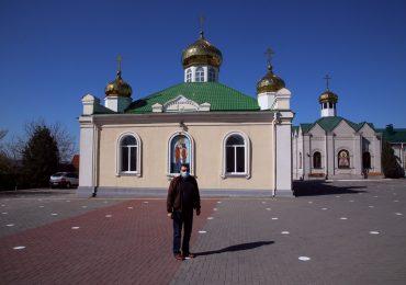 Пасха  грядет: в Запорожье возле храма появились белые пятна