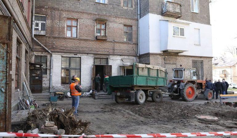 В Запорожье специальная комиссия изучает причины аварии в доме
