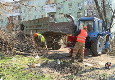 В Запорожье продолжается благоустройство, уборка улиц и дворов