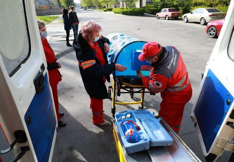 Запорожская область получила 2 биобокса для транспортировки больных COVID-19