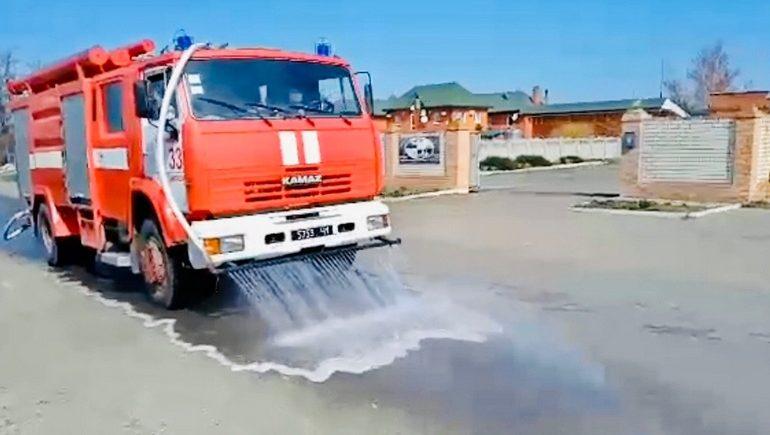 Запорожские спасатели проводят дезинфекцию улиц