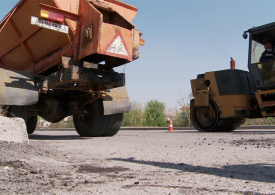 В Коммунарском районе Запорожья ремонтируют дорогу