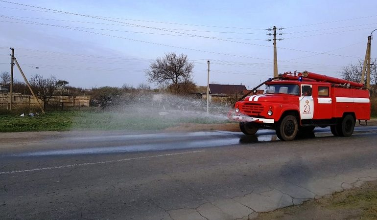 Рятувальники продезинфікували 825 км дорожнього полотна