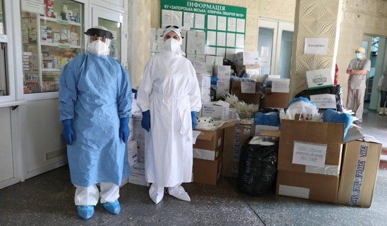 В Запорожье больницы получили 100 тысяч средств индивидуальной защиты