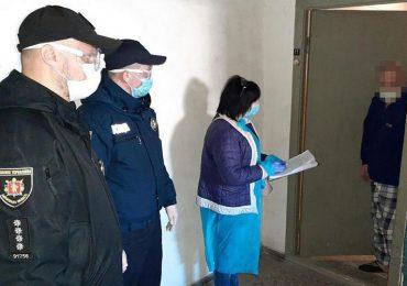 Запорожские полицейские проверяют, как народ придерживается самоизоляции