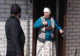 В Мелитопольском районе батюшка вручил продуктовые наборы пожилым прихожанам