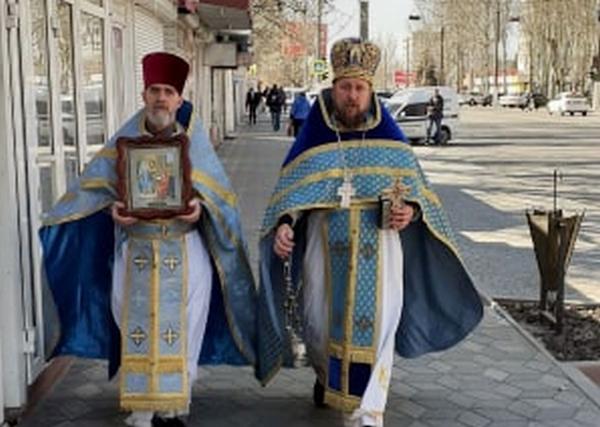 В Мелитополе священники с молитвой прошли по городу