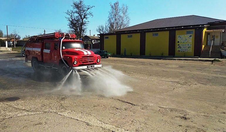 В Запорожской области спасатели дезинфицируют улицы и дороги