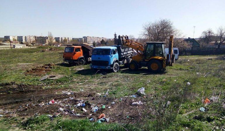 В Запорожье удаляют стихийные свалки (фото)