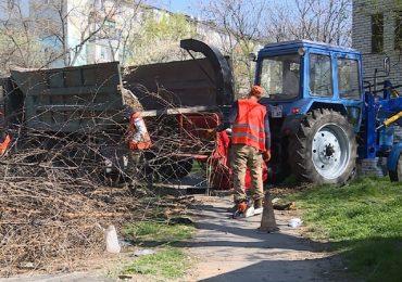 В Запорожье ведется весенняя уборка