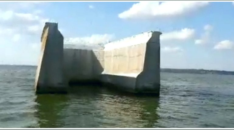 В Запорожской области сохранилась опора моста через Днепр, который строили нацисты