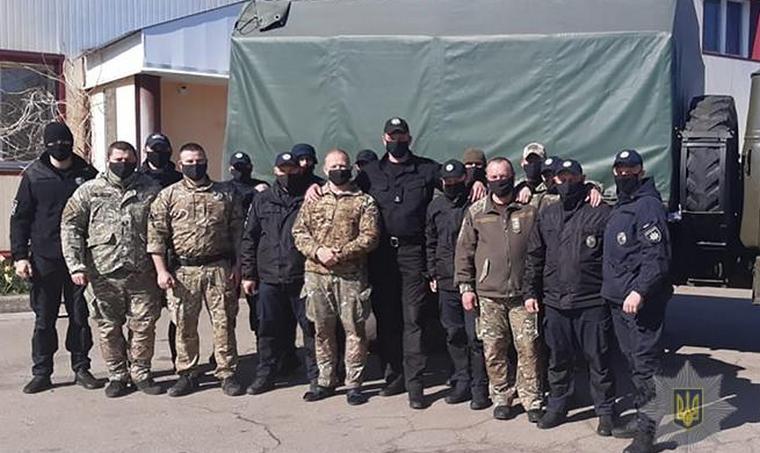 Из Запорожья отправили помощь полицейским, несущим службу в зоне ООС