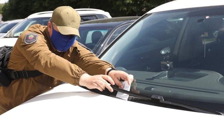 В Запорожье инспекторы по парковке фиксируют уменьшение нарушений правил стоянки авто