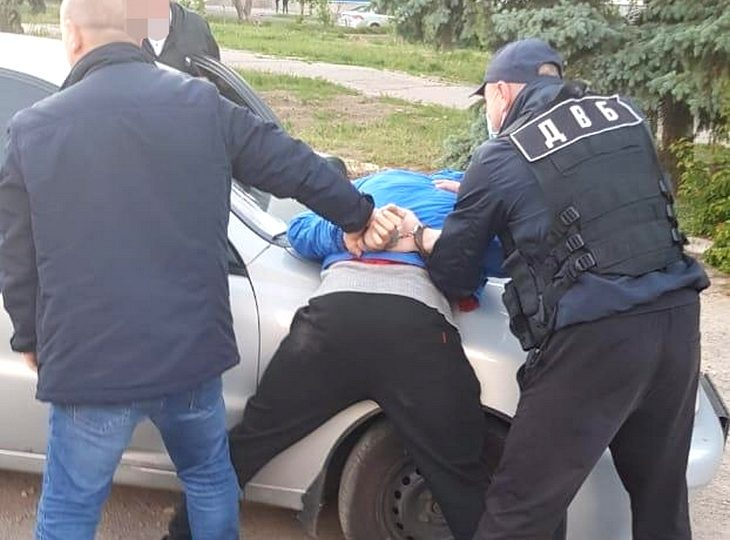 На Запоріжжі викрили поліцейського-наркоторгівця