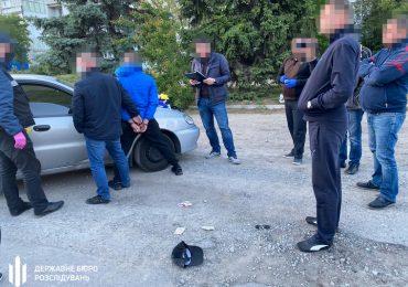 ДБР розслідує факт систематичного збуту наркотиків поліцейським на Запоріжжі