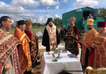 В Запорожской области освятили кресты, купол и колокола для сельского храма (фото)