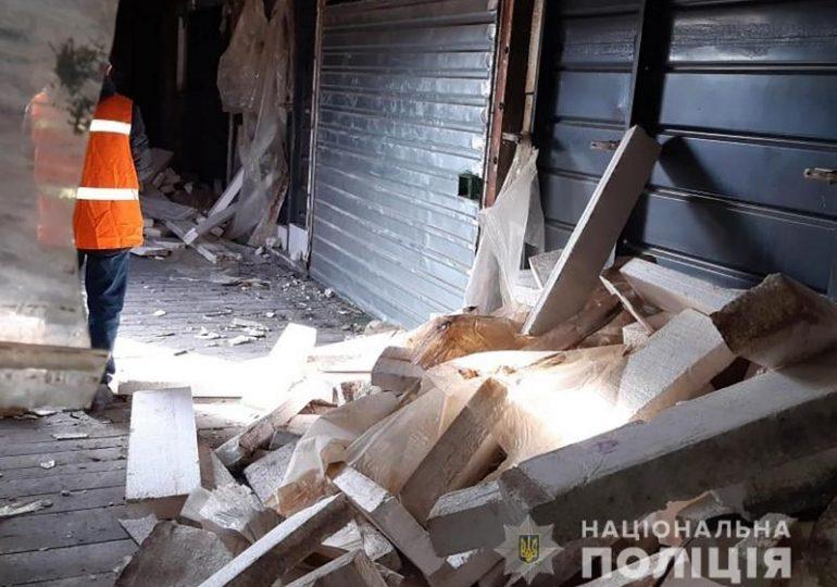 На Запоріжжі встановили зловмисника, який зривав метал з вантажних вагонів