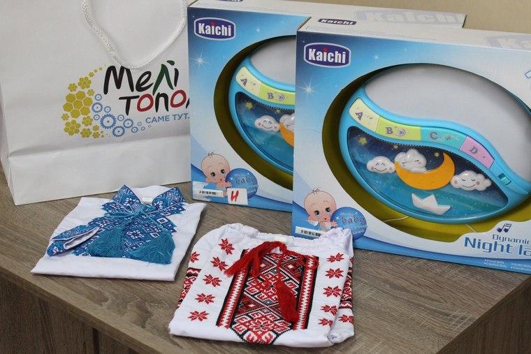 В Мелитополе новорожденным подарили вышиванки