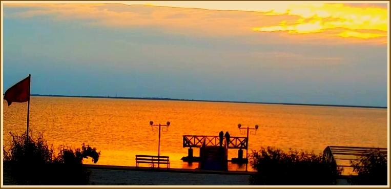 В Запорожской области море стало… огненным