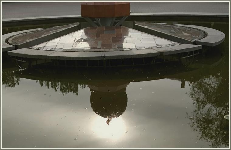 В Запорожье солнце взошло из фонтана Жизни (фото)