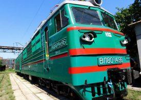 Отремонтированный в Запорожье электровоз укатил в Одесскую область