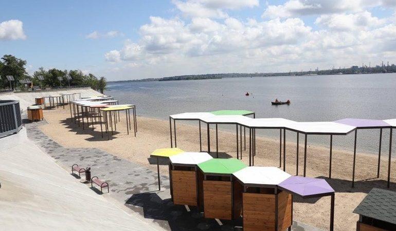 В Запорожье построили современный пляж европейского уровня