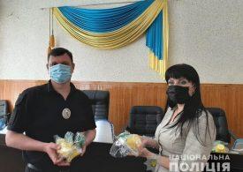 У Мелітополі волонтери передали поліції засоби індивідуального захисту