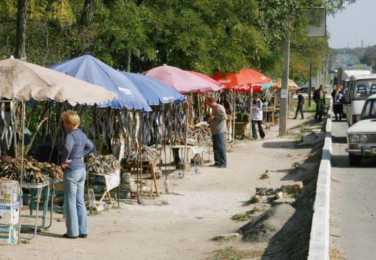 На выезде из Бердянска рыбный рынок станет благоустроенным и легальным